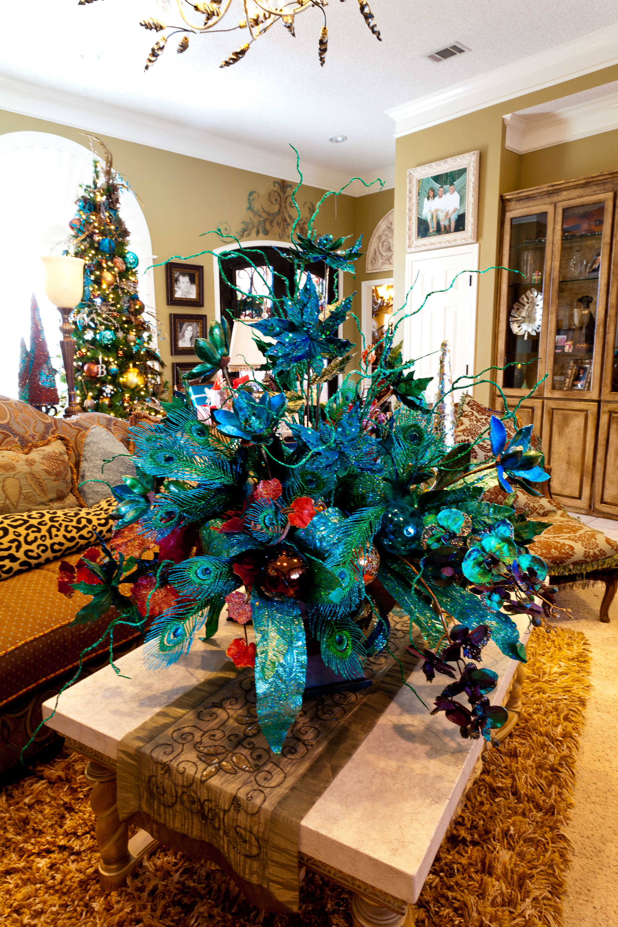 Show me a home dressed in peacock miss cayce 39 s for Home decorations peacock