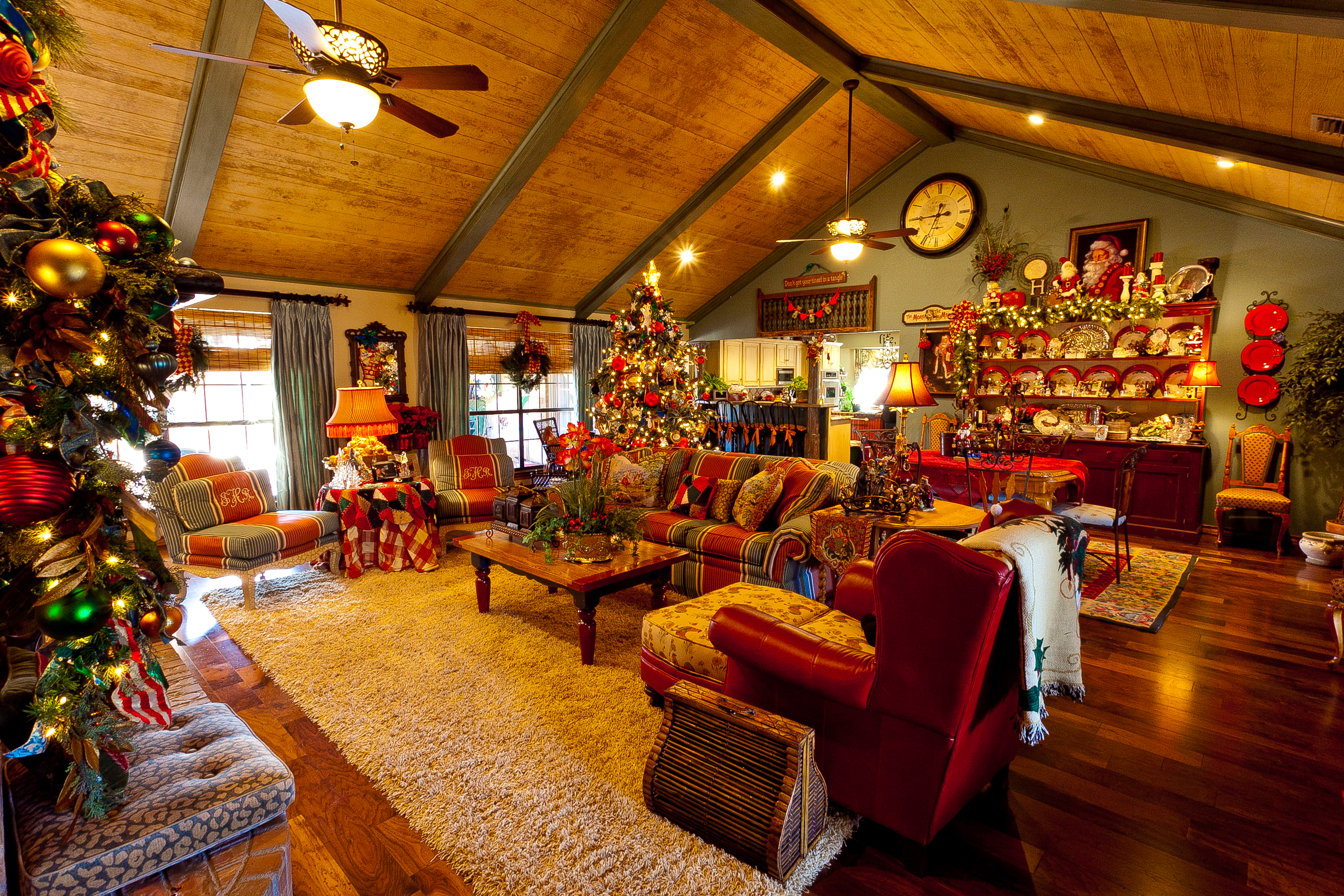 santa in living room picture show me a country home dressed for show 21511