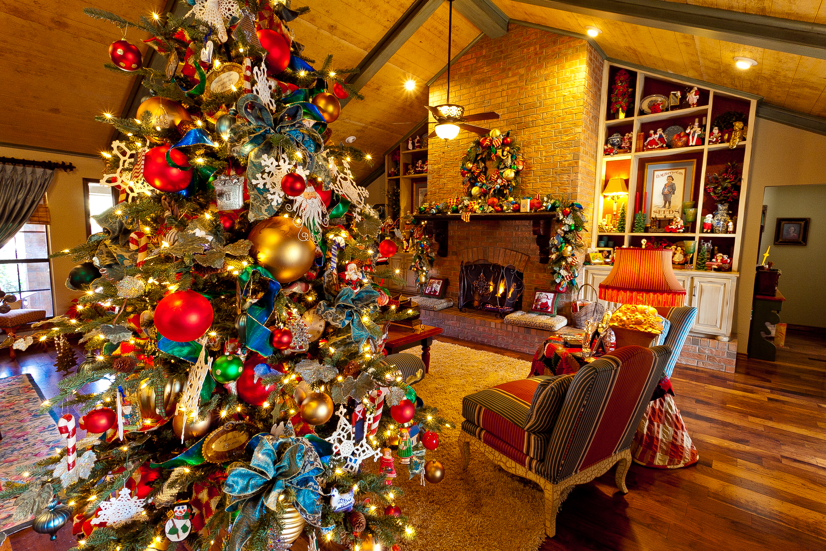 Show me a country french home dressed for christmas show for Christmas home ideas
