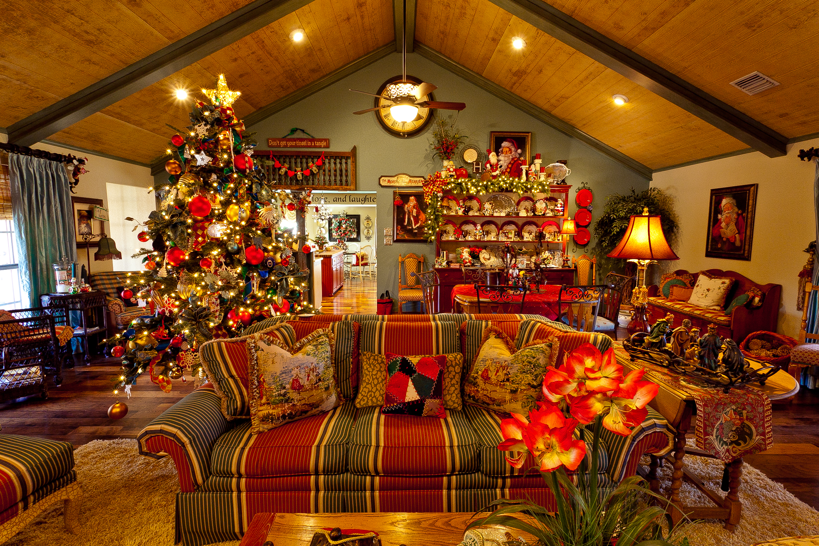 Show me a country french home dressed for christmas show for Living room xmas ideas
