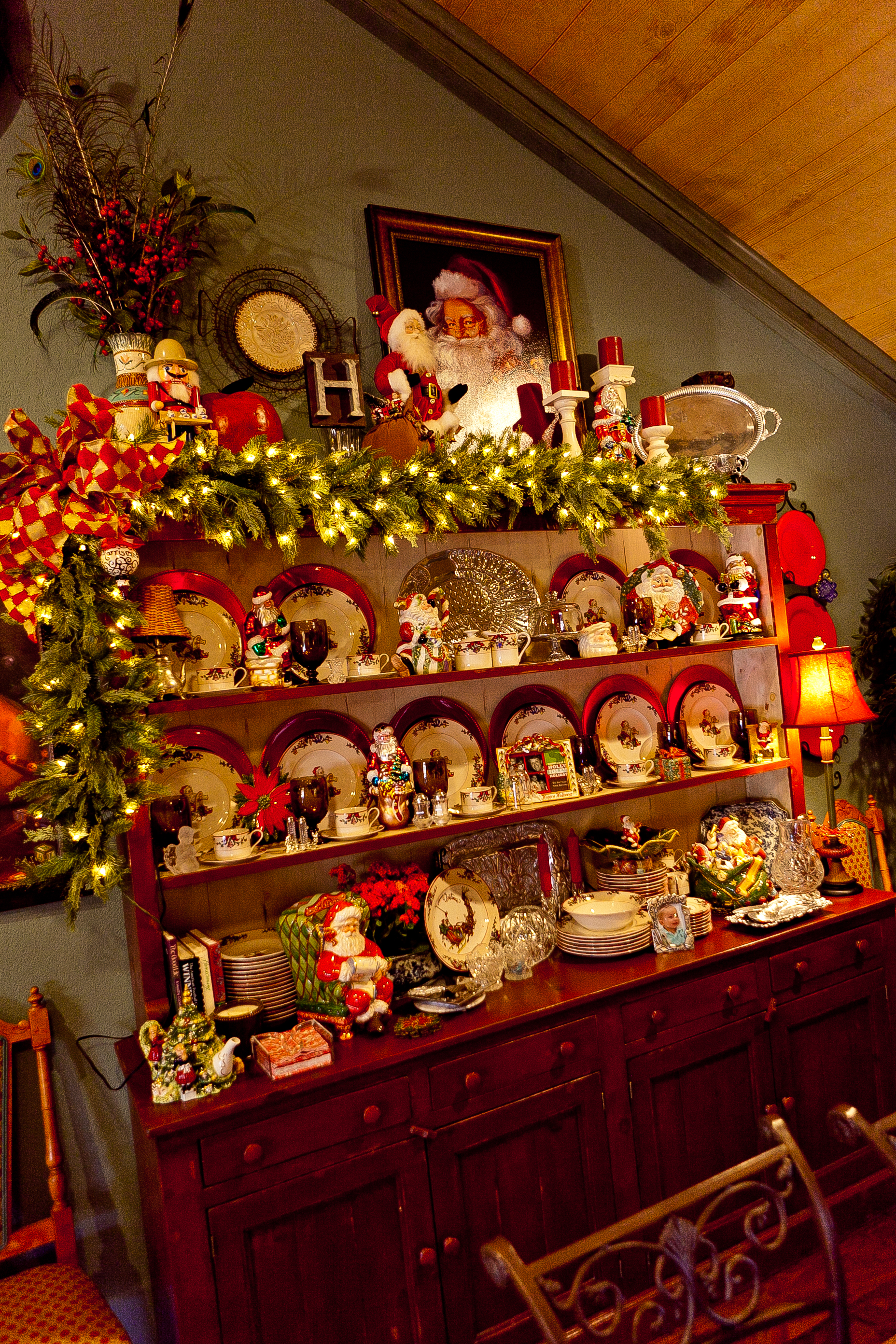 Show me more of a country french home decorated for Holiday decorated homes