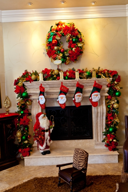 Show Me Decorating wreath & mantel Christmas