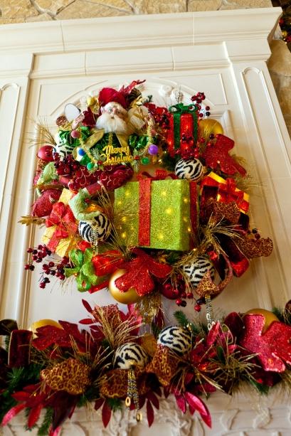 Show Me Decorating Wreath Mark Robert's fairy Christmas
