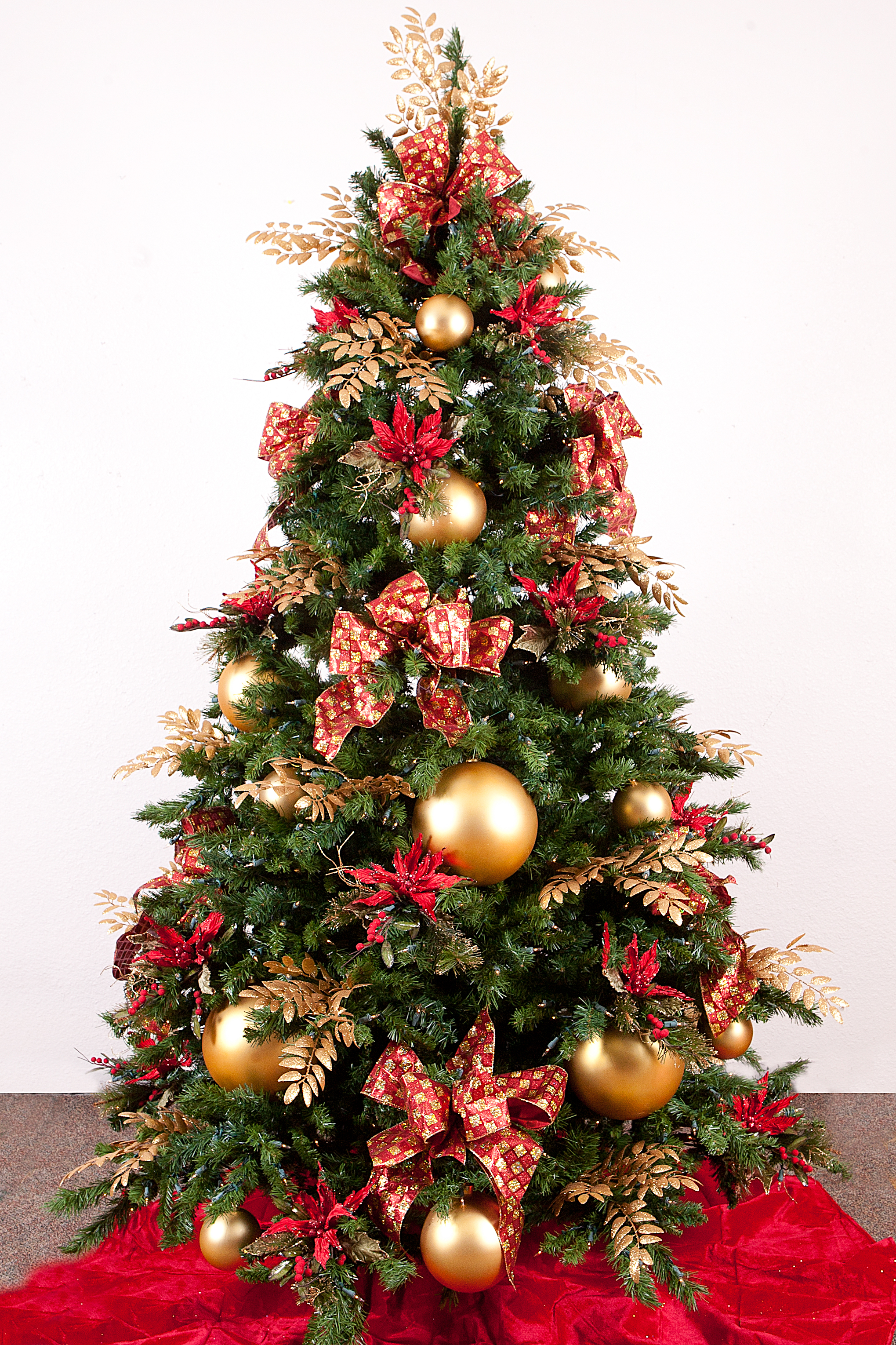 Christmas tree ideas show me decorating for Red gold christmas tree decorating ideas
