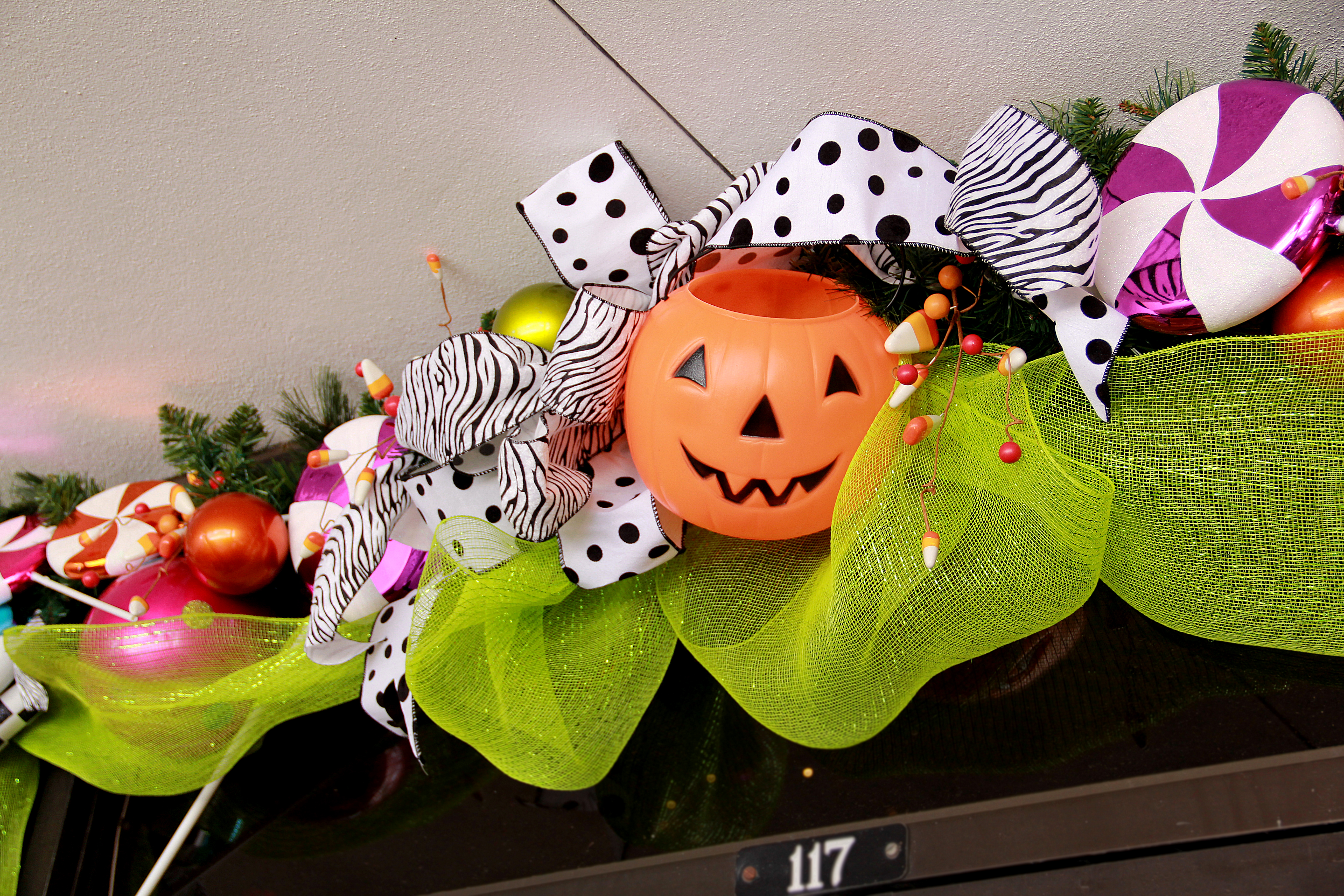 How to halloween garland miss cayce 39 s christmas store for Halloween girlande