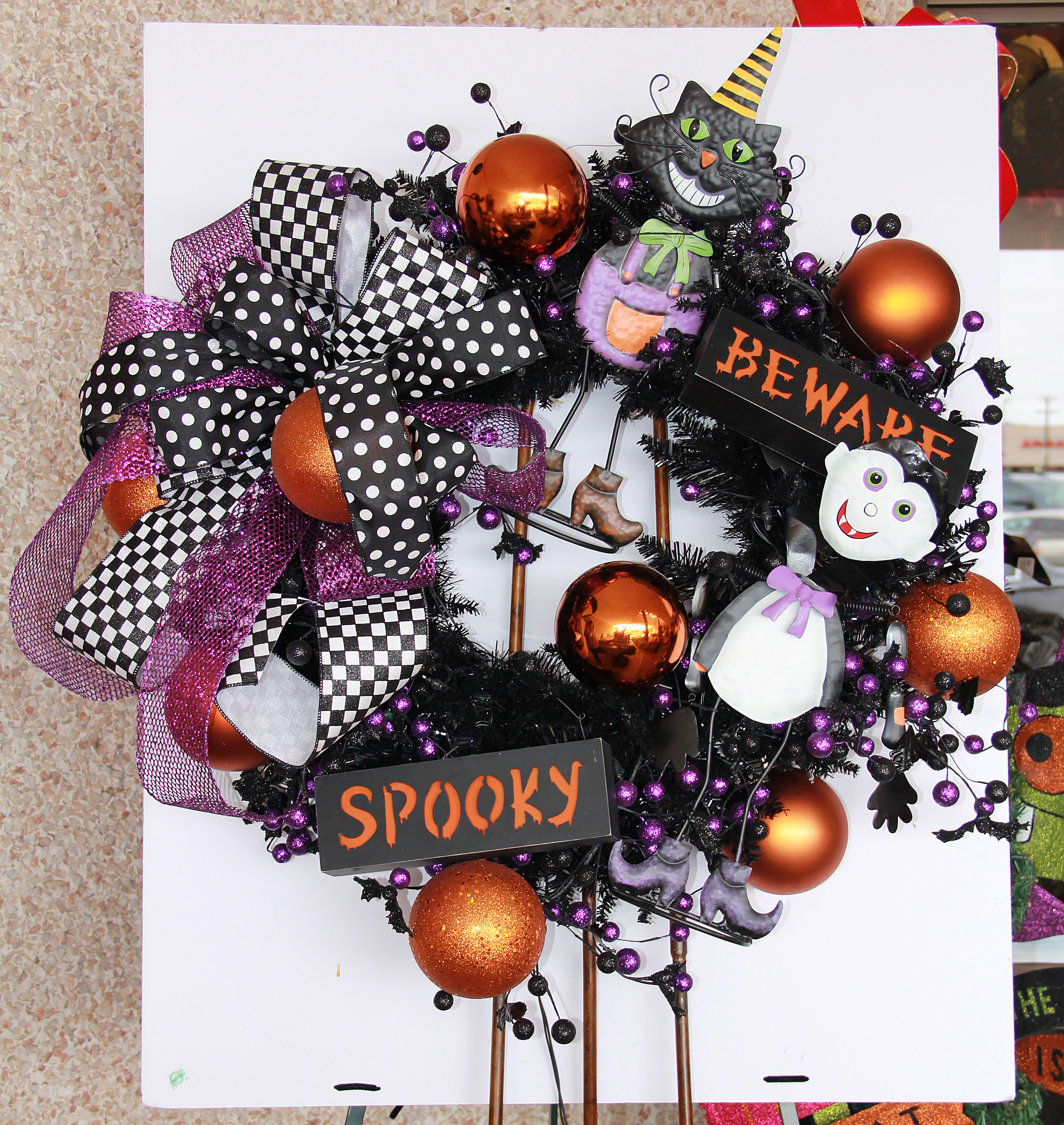 """Show Me Decorating Shows You """"How To"""" A Halloween Wreath"""