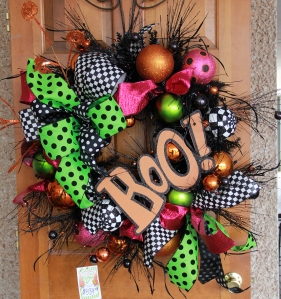 Boo! is the focal point for this fun Halloween wreath!