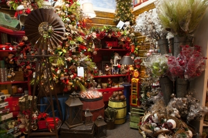 Cotton bowls, Windmills, Pumpjacks and Red pickup trucks inspired this Wild Wild West Teaxs Christmas Tree