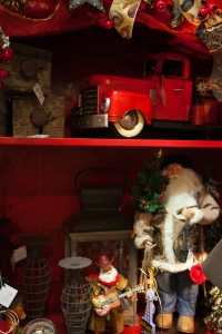 Santa Claus is all decked out for his West texas appearance with his cowboy boots and 10 gallon hat! Check out his Red Pickup truck ready to load with goodies! Rustic Lanterns, wire candlesticks and wooden ruler boxes finish of this Wild Wild West Texas Christmas theme.