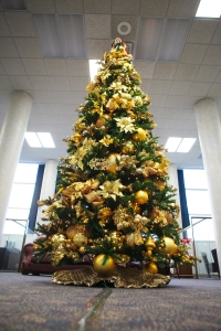 Show Me Decorating Glitzy Glittery Gold Christmas Tree Theme