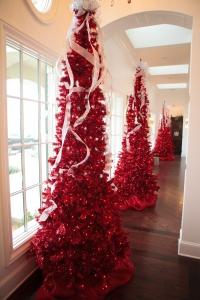Christmas Decorating Ideas, Christmas Decorating in Red, Red Christmas Trees, Christmas Mesh