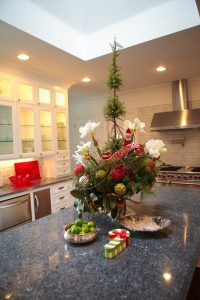 Christmas Decorating Ideas, Christmas Centerpiece, Christmas Tablescape, Show Me Decorating