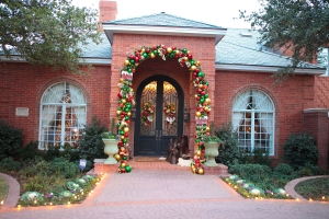 Christmas Decorating, Show Me Decorating, Christmas Decorating themes, Christmas Entrance