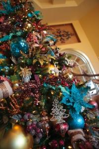 Peacock colors for Christmas, Christmas Decorations, Christmas Tree Ideas, Christmas Decorating Themes