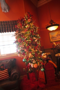 Show Me Decorating Western Christmas Tree Theme