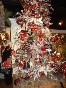 Snowy Mountain Christmas tree theme