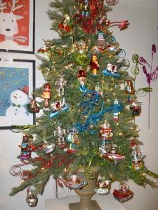 Robots and Spaceship Christmas tree theme