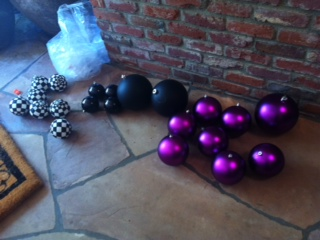 Balls (not just for Christmas!) are a great ingredient in Halloween colors.