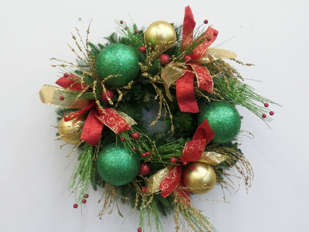 "Balls are added in 4"" matt gold and 6""glittered green, 3 each placed inbetween the pigtail bows, in a triangle pattern."
