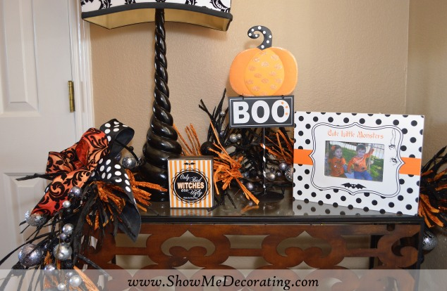 Entry Table is a great spot for seasonal decorating! It's Halloween at my house!