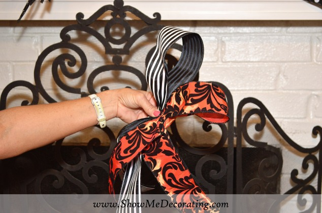Halloween Bow Mantle 4 WM
