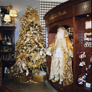 Shades of Gold ChristmasTree Theme, is beautiful with the Regal Gold Santa from Katherine's Collections
