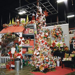 Miss Cayce's Christmas Store 2013 tour, The North Pole Christmas Tree Theme