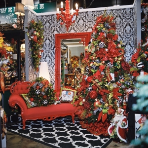 Miss Cayce's Christmas Store 2013 tour, Cayce Christmas Tree Theme