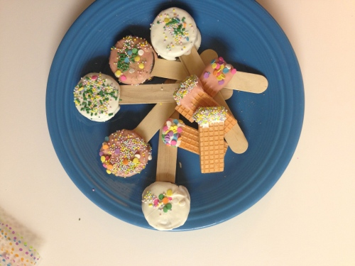 Oreo cookie pops and Sugar wafers are a fun Spring decorated treat!